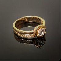Žiedas su akute ir smulkiais akmenukais
