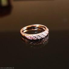 Žiedas  su smulkiomis fianito akutėmis