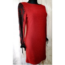 Suknelė su puošniomis rankovėmis